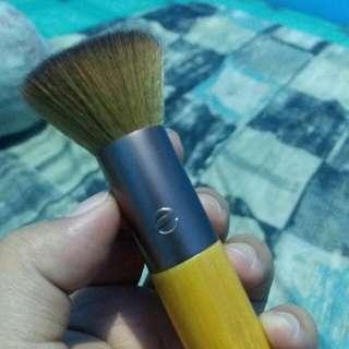 Custom coverage buffing brush