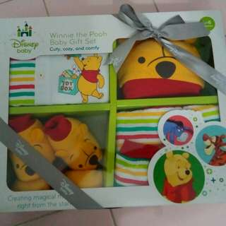 Winnie the Pooh New Born Baby Gift Set