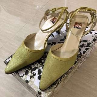 🚚 阿瘦皮鞋 尖頭高跟涼鞋 綠色