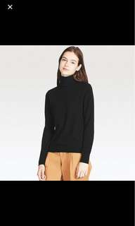Uniqlo turtle neck tshirt black