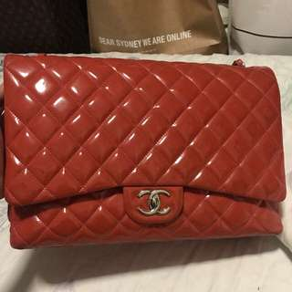 Authentic Chanel maxi in patent bicolored