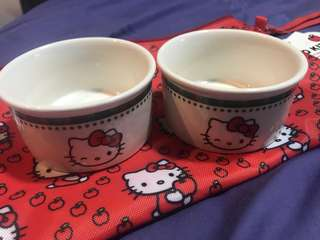 Hello Kitty Creme Brûlée dishes and pouch