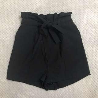Black paperbag shorts - size 6