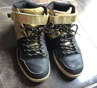 Sepatu anak cowo H&M gold black. Good condition