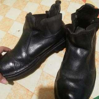 Sepatu cowok 40