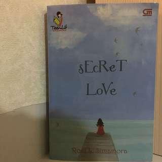 Novel Preloved. Secret Love by Rosi L.Simamora (Gramedia)