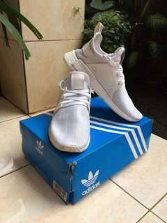 Sepatu / Sneakers Pria - Adidas NMD XR1 - Triple White