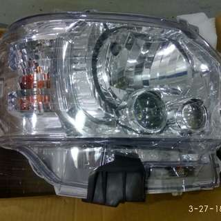 Brand a pair new Toyota hiace projector lamp