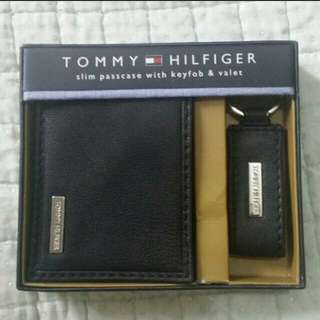 REPRICED!! Authentic Tommy Hilfiger Passcase with Keyfob and Valet