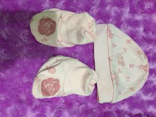 pair baby hat and botties