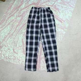 格子造型中性褲