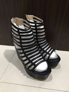 JOJI - Black Gladiator Wedges