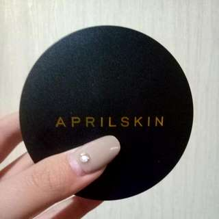 April Skin Cushion Black