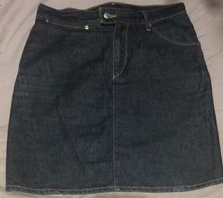 Levi's denim mini skirt (size 27-28)