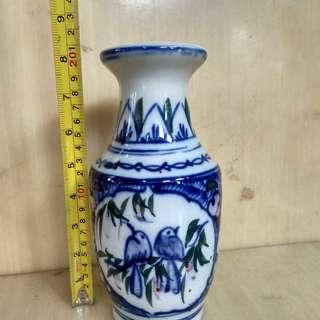 Vas bunga keramik gambar burung.