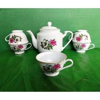 Vintage Bunga Kangkong tea set, 1 teapot + 5 tea cup 旧杜鹃花茶具一套,1茶壶 + 5个茶杯