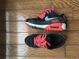 Nike Air Nax size 6.5-7