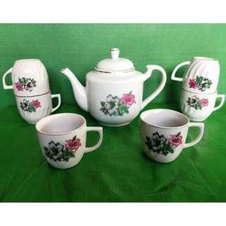 Vintage Bunga Kangkong tea set, 1 teapot + 6 tea cup 旧杜鹃花茶具一套,1茶壶 + 6个茶杯