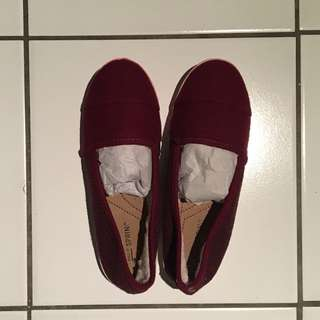 Size 6-6.5 maroon felt flats (lined with soft sherpa on the inside)