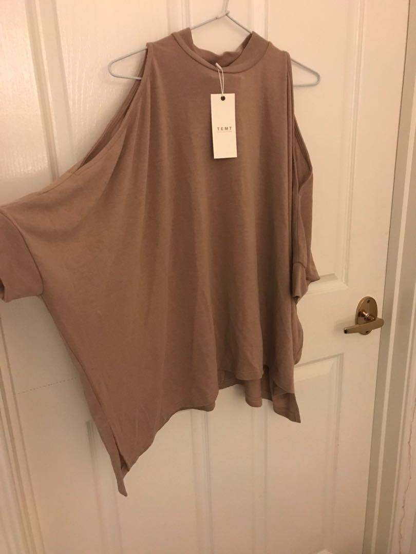 BNWT batwing split sleeve top
