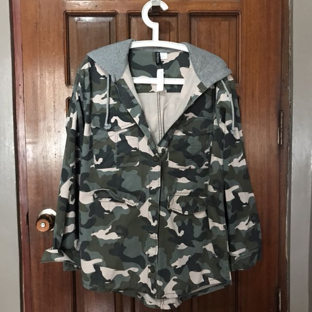 f24ee3506c6db Divided by H&M Hooded Camo Jacket on Carousell