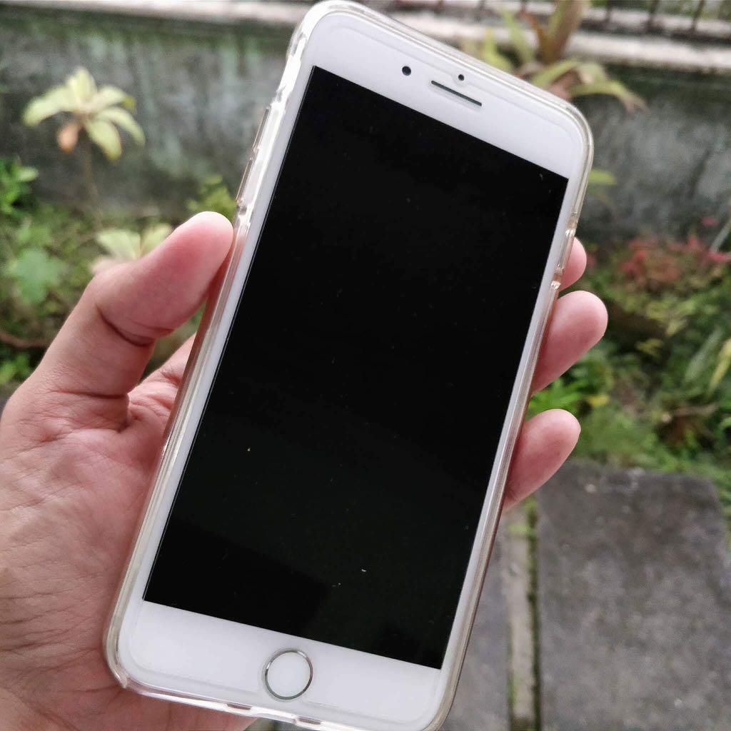 iPhone 7 plus 128gb silver factory unlocked