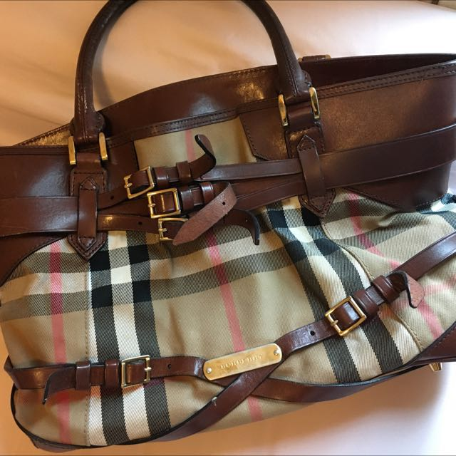 d0629b9f5a51 Large Authentic Burberry Tote Bag (Price Negotiable)