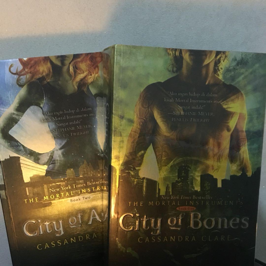 Novel Preloved. Mortal Instruments Book 1&2 (Indo)