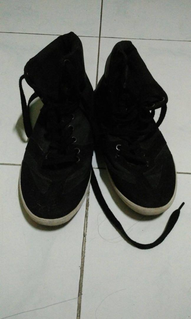 Sepatu Zara Made In Vietnam Orangutan Mens Fashion Footwear Sneakers On Carousell