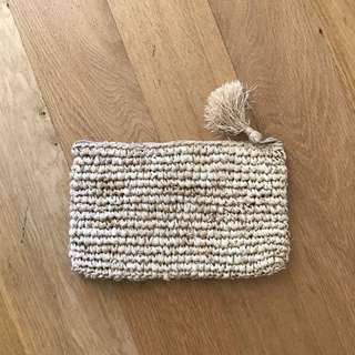 Straw beach clutch NEVER USED