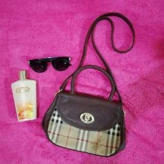 Burberry Vintage Sling / hand bag
