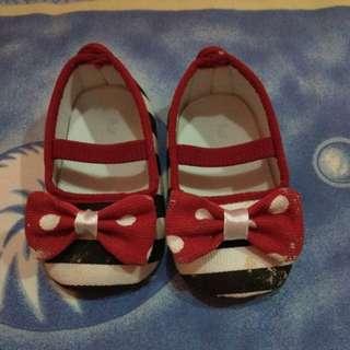 Sepatu bayi cantik