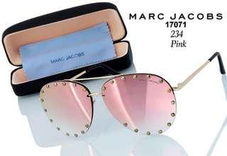 """New Sunglasses MARC JACOBS   # K234#3  """" UV Protection """" Anti Panas Matahari  Kwalitas Semi Premium  Berat ama kotak 0.3kg   5 warna : -Black  -Brown  -Pink -Blue -Silver  Harga  Rp.120.000,-"""