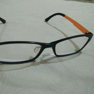 Kacamata hitam orange