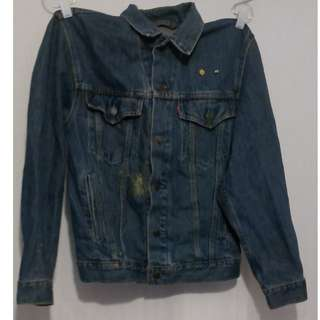 Levi denim jacket, size 36. note there are glue marks. Otherwise mint condition.