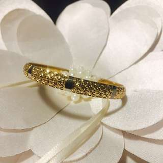18carat gold bangle