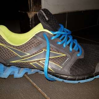 Reebok running size fit to 42 good condition