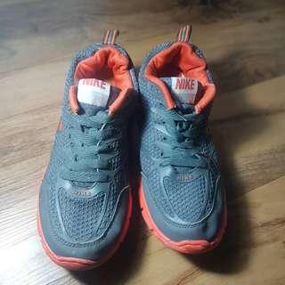 sepatu running/olahraga/pria