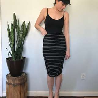 Old Navy black and white stretchy pencil skirt- Size Small
