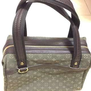 Louis Vuitton hand bag (90% new)