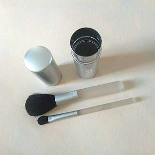Brush make up travel size