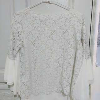 🚚 氣質蕾絲白上衣