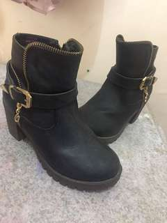 Ollie Black Boots 4-5y.o size 1