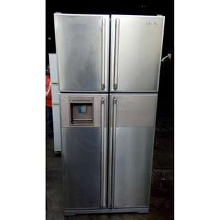 FRIDGE SIDE BY SIDE HITACHI FOUR DOORS