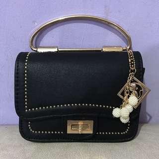 Black Bag - Tas Selempang Hitam