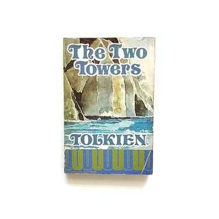 The Two Towers (J.R.R Tolkien)