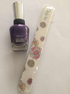 Nail polish purple color of the year