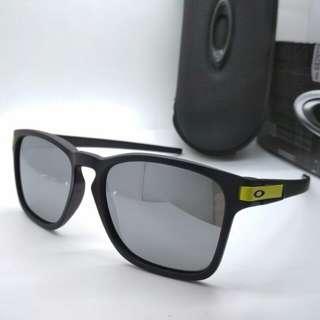 Sunglass oakley latch square polaroid