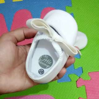 Baby girl white shoes with ribbon 🎀