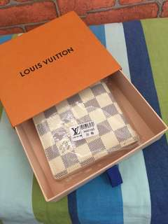 Lv foldable wallet (Replica).
